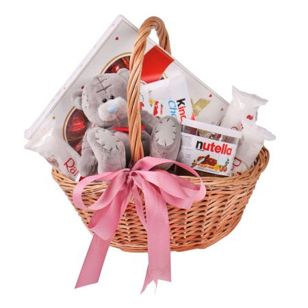 Product Basket with sweets and teddy